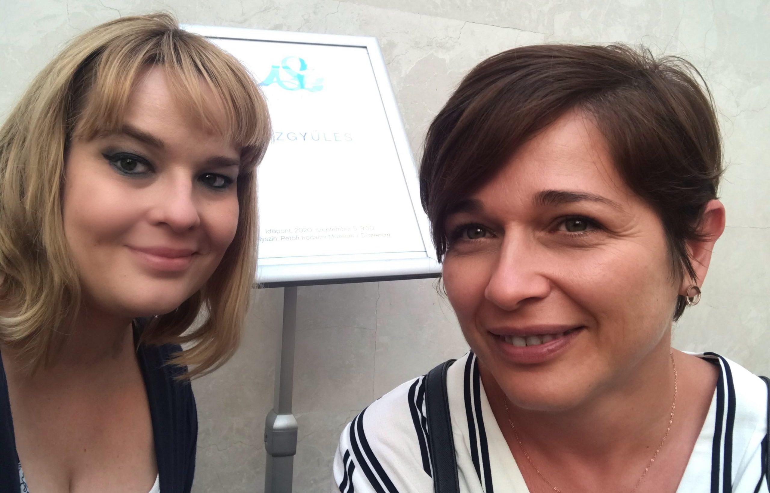 Kótis Nikoletta és Mosolygó-Marján Erzsébet az Anyanyelvápolók Szövetsége közgyűlésén